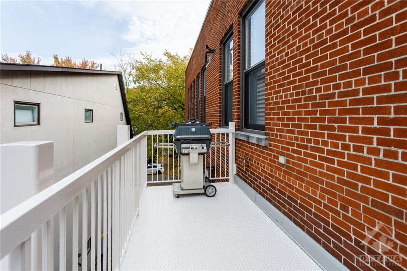 174 STANLEY Ave, Ottawa, Ontario K1M 1P1, 2 Bedrooms Bedrooms, ,2 BathroomsBathrooms,Apartment,For Sale,STANLEY Ave,1019