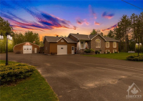 14 CONCESSION RD, Fournier, Ontario K0B 1G0, 3 Bedrooms Bedrooms, ,2 BathroomsBathrooms,Villa,For Sale,CONCESSION RD,1026